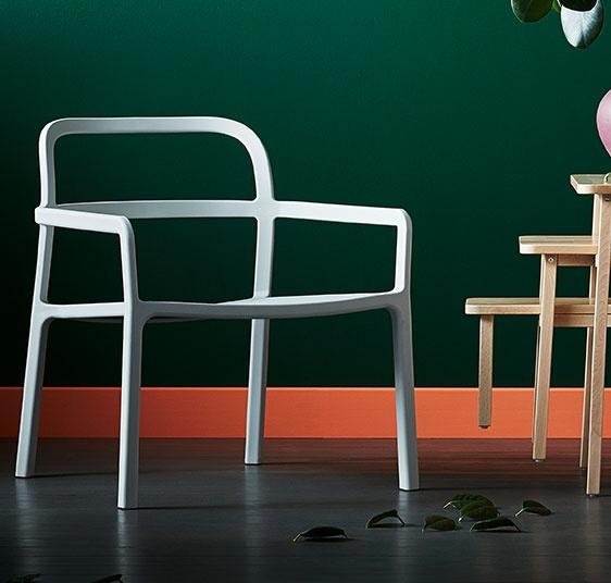 The monobloc chair